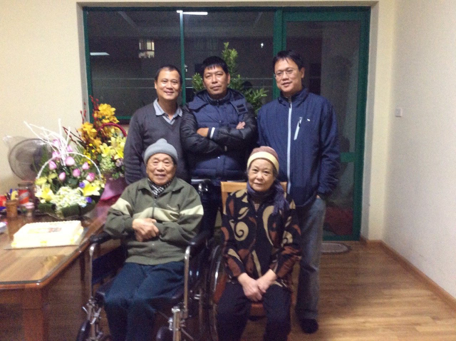Gia đình NGND Lê Hải Châu trong lễ mừng thọ 90 tuổi thầy năm 2016