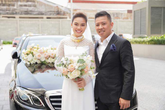 Giang Hồng Ngọc và bạn trai Xuân Văn trong lễ ăn hỏi ngày 17/10
