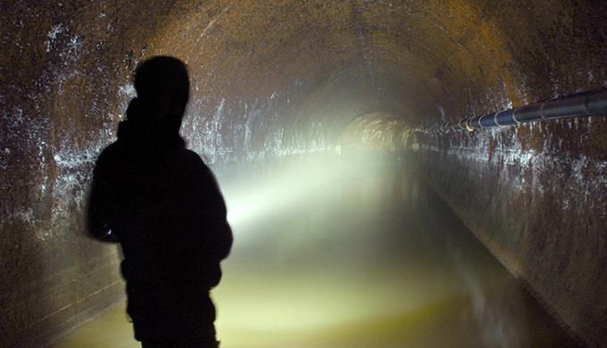 Đường ống cống lấy nước từ sông Fleet ở London