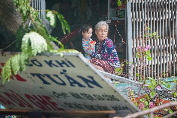 Mưa lớn gây xáo trộn ở Quy Nhơn (Ảnh: VnExpress)