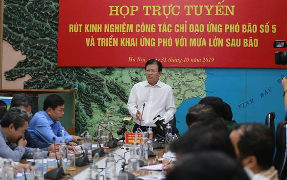 Phó thủ tướng Trịnh Đình Dũng tại cuộc họp rút kinh nghiệm ứng phó bão số 5 (Ảnh: Tuổi trẻ Online)