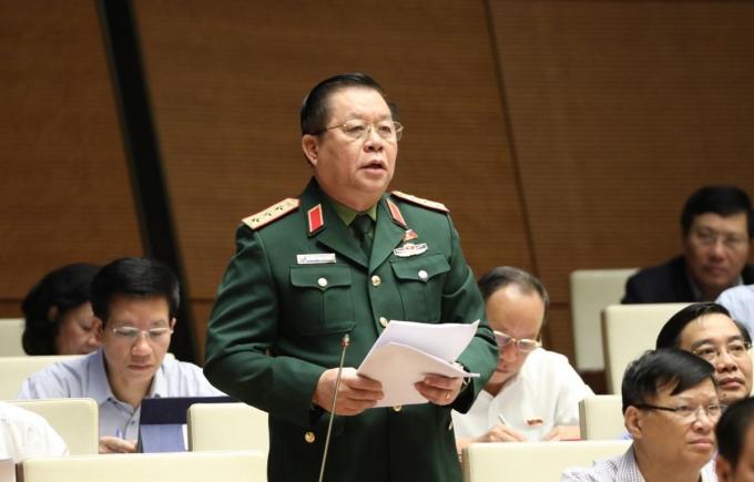 Đại biểu Quốc hội tỉnh Tiền Giang Nguyễn Trọng Nghĩa phát biểu. (Ảnh: Văn Điệp/TTXVN)