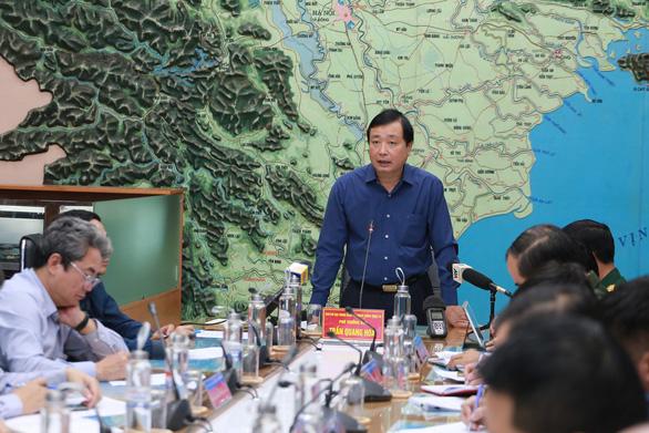 Ông Trần Quang Hoài, phó Ban chỉ đạo trung ương về phòng chống thiên tai, kết luận cuộc họp ứng phó với bão sáng 10-11 - Ảnh: TTO