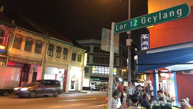Leah đã làm việc nhiều năm dọc con phố đèn đỏ Lorong 12 Geylang này