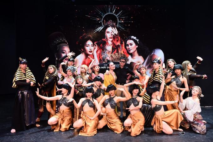 Nhật Huyền và khách mời, đạo diễn Lê Hoàng trong buổira mắt dự án Ngũ hành