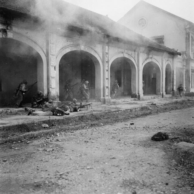 Vệ Quốc đoàn lập chốt chiến đấu ở chợ Đồng Xuân