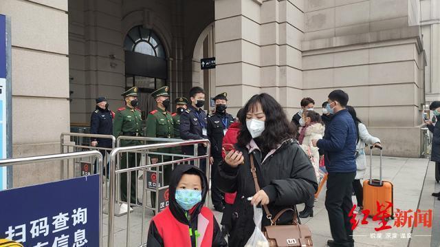 Nhiều người đến nhà ga muộn đã không kịp rời khỏi Vũ Hán