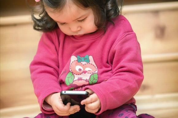 Lũ trẻ cũng quen với mạng ảo