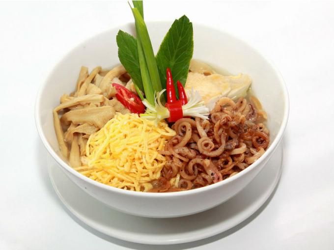 Món măng mực là món nổi tiếng thứ hai ở Bát Tràng sau gốm