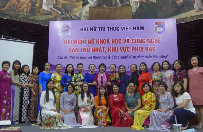 Các nữ trí thức tham dự Hội nghị