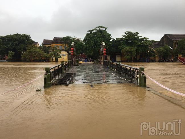 Trên sông Vu Gia, Ái Nghĩa, nước sông dao động ở mức 7,59m dưới báo động 2: 0,41m.
