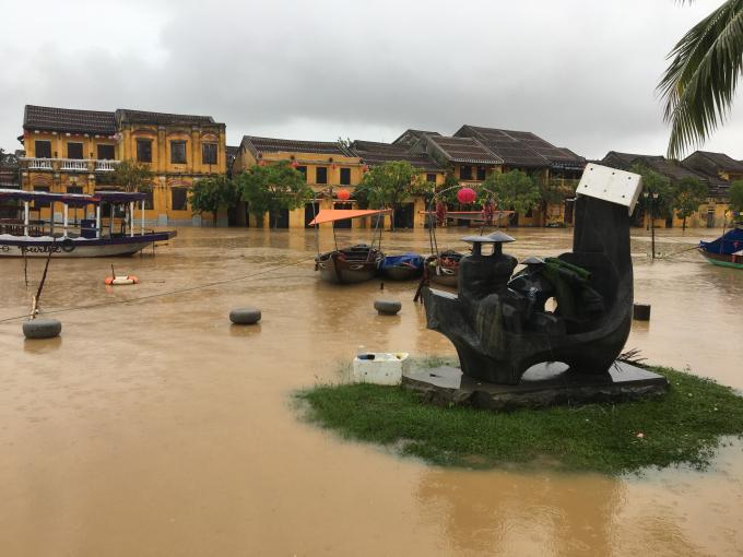 Hội An đang như trở lại những ngày của trận lụt dữ dội cách đây 11 năm
