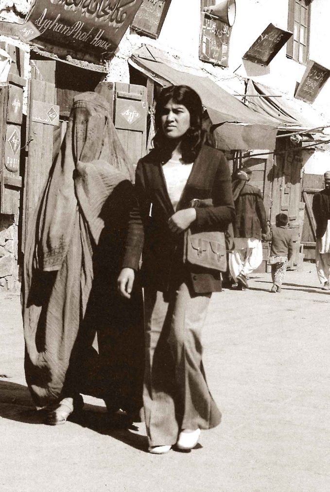 Nhiều phụ nữ Afghanistan thập niên 60 thích lựa chọn trang phục phương Tây