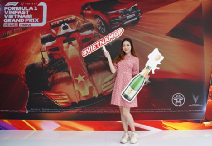 Người dân Sài Gòn hào hứng đua thử F1 tại Vietnam Motor Show