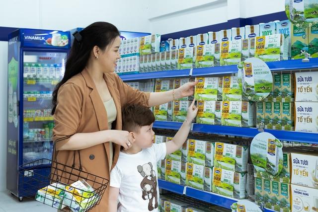 Những sản phẩm sữa tươi Green Farm mới lên kệ tại cửa hàng Giấc mơ sữa Việt của Vinamilk