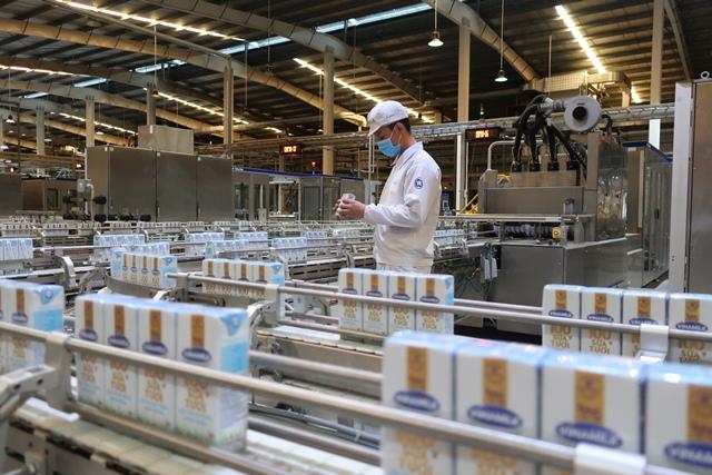 Dây chuyền hiện đại tại Nhà máy sữa Việt Nam, nhà máy sản xuất sữa nước có công suất lớn nhất của Vinamilk hiện nay, lên đến 800 triệu lít/năm