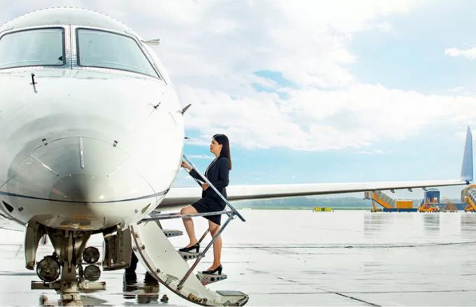 Chi phí phải trả cho dịch vụ Fly VIP sẽ không rẻ. Với bay nội địa, khách thuê Beechcraft King Air 350 phải trả 80-90 triệu đồng cho một giờ bay, đã bao gồm thuế phí. Còn hạng Legacy có giá 230 triệu đồng cho một giờ bay. Ví dụ, bay một chiều TP HCM - Hà Nội mất khoảng 460 triệu đồng. Đối với bay quốc tế, hãng hàng không cộng thêm phí phát sinh, phụ thuộc chính sách, phí bay qua không phận từng nước.