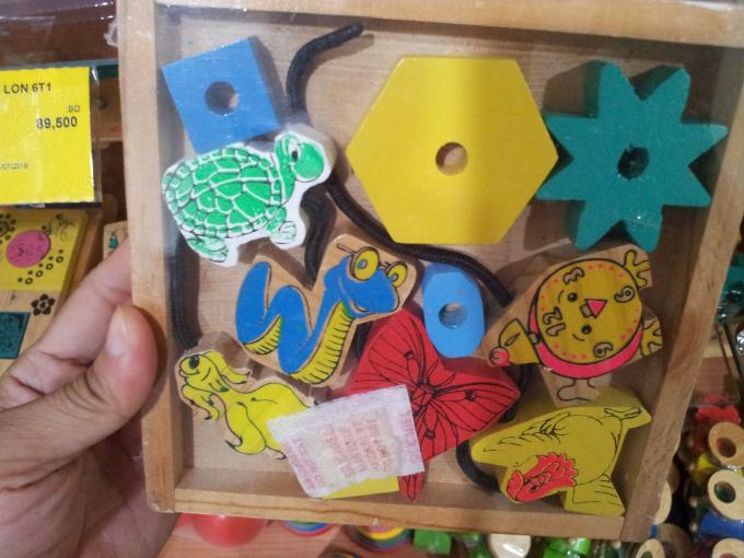 Thay đồ chơi nhựa bằng gỗ: Tránh vỏ dưa gặp vỏ dừa