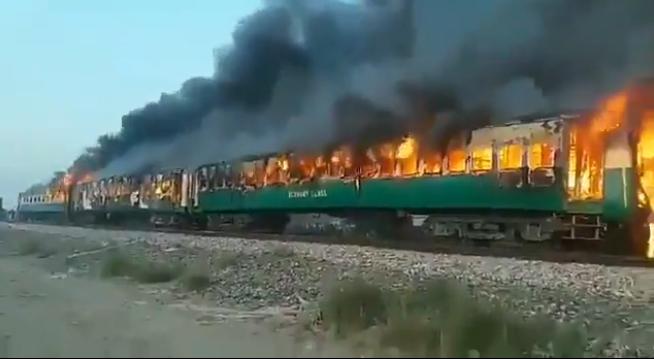 Cháy tàu Pakistan, ít nhất 65 người thiệt mạng