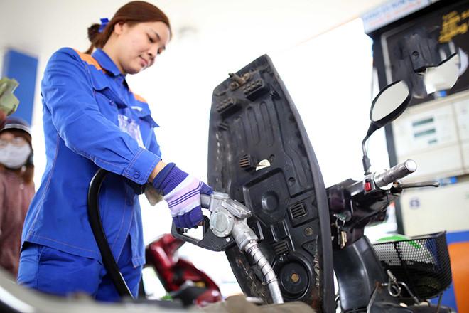 Giá xăng giảm 350 đồng/lít từ 15g ngày 31/10