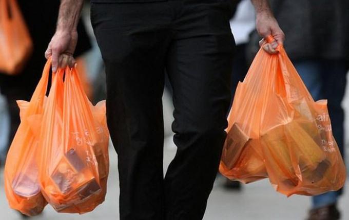 Nhật Bản sẽ tính phí túi nilon từ năm 2020
