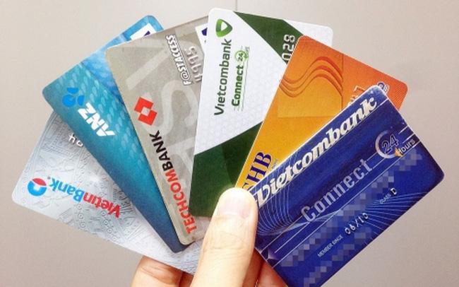 Phạt 30-100 triệu đồng nếu mở thẻ ATM hộ người khác