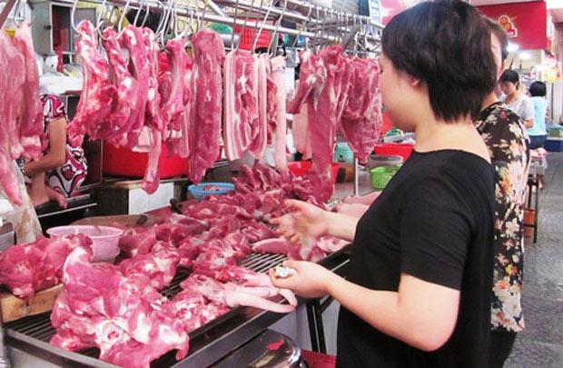 Người tiêu dùng ngán ngẩm với giá thịt tăng phi mã.
