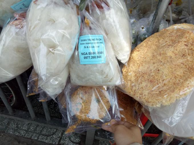 Thức ăn vặt lề đường: Mầm bệnh từ phụ gia, hóa chất