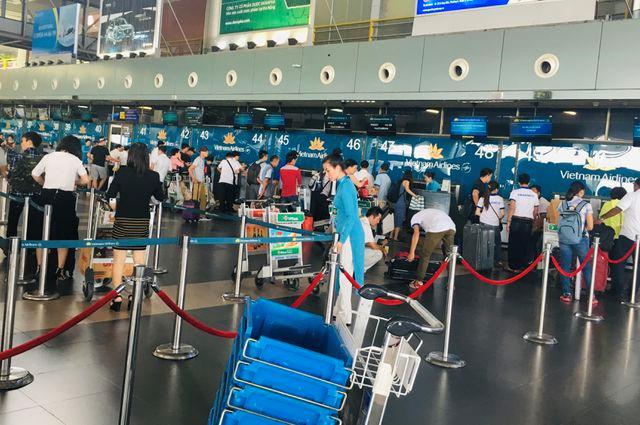 Giá vé máy bay khứ hồi TP.HCM - Hà Nội giảm mạnh