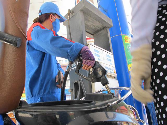 Giá xăng, dầu đồng loạt giảm nhẹ