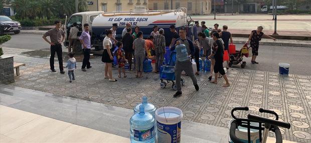Nhiều cư dân tại tòa nhà HHB (khu đô thị Tân Tây Đô, huyện Đan Phượng) bị cắt nước mấy ngày qua.