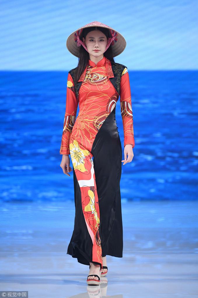 """Nhà thiết kế Trung Quốc """"nhận vơ"""" áo dài Việt Nam là sáng tạo bản thân?"""