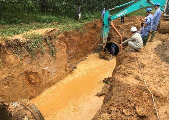 Đường ống nước sông Đà gặp sự cố, nhiều khu dân cư tạm thời bị cắt nước
