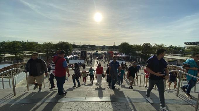 Mặc kệ những lùm xùm, lễ khai mạc SEA Games 30 diễn ra rực rỡ và đầy khí thế