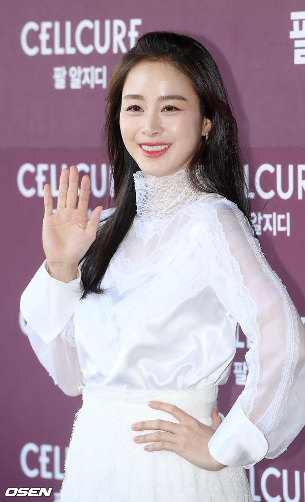 Cho đến bây giờ, nhan sắc của Kim Tae Hee vẫn được xem là số một tại Hàn Quốc dù cô đã qua hai lần sinh nở và bước vào ngưỡng U40.