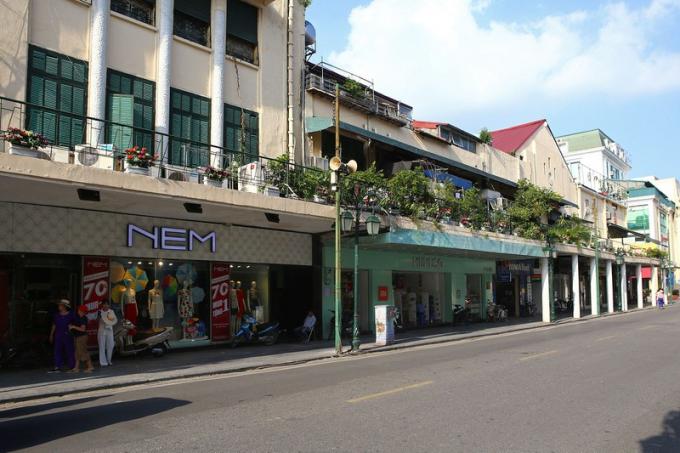 Địa điểm của những nhà hàng, cửa hàng sang trọng từng là các quán cà phê.