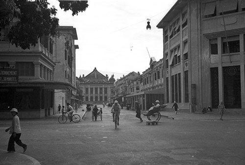 Ngã tư Rue Paul Bert - Henri Rivie (nay là ngã tư Tràng Tiền - Ngô Quyền).