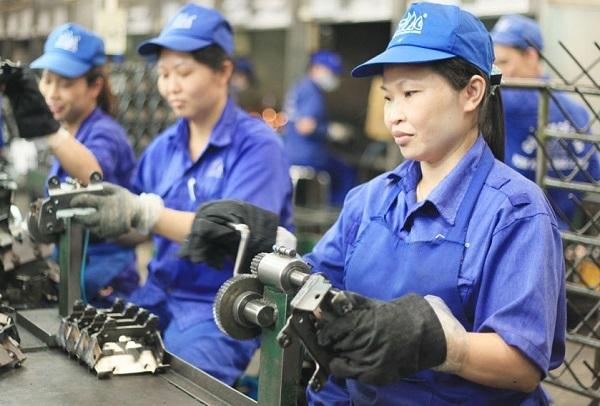 Làm việc vào ban đêm ngày Tết được thưởng 490% tiền lương ngày
