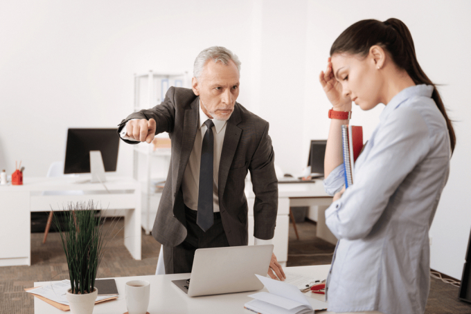 Năm 2021: Nếu sếp xúc phạm, quấy rối, nhân viên có quyền nghỉ không thông báo