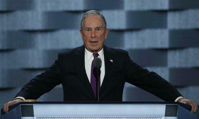 Tỉ phú Michael Bloomberg, 77 tuổi.