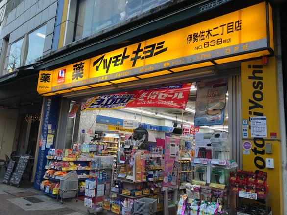 Một người phụ nữ Việt Nam bị bắt ở Nhật vì nghi lấy trộm 256.000 USD mỹ phẩm