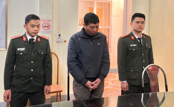 Bị can Trần Văn Điện (giữa).