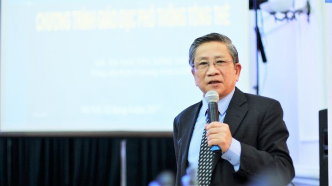Giáo sư Nguyễn Minh Thuyết.