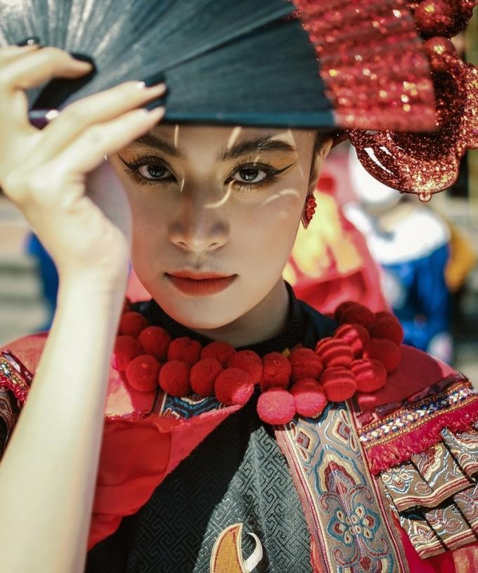 Hoàng Thùy Linh với tạo hình sắc sảo đầy ma mị trong Duyên âm.