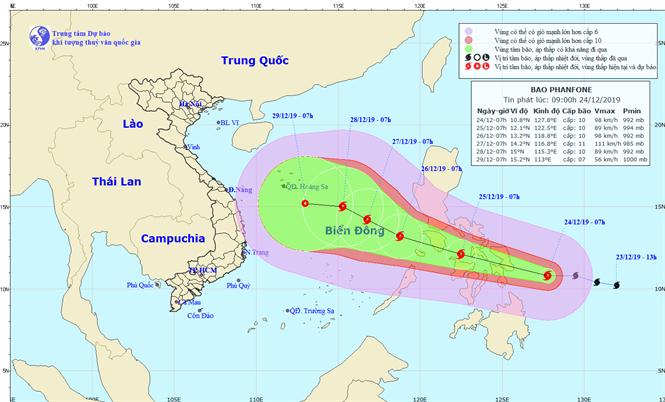 Dự báo đường đi của bão Phanfone khi tiến vào khu vực Biển Đông. Ảnh: NCHMF.