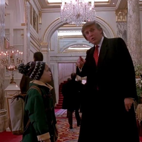 Tổng thống Mỹ Donald Trump trong đoạn chỉ đường cho cậu bé Kevin.