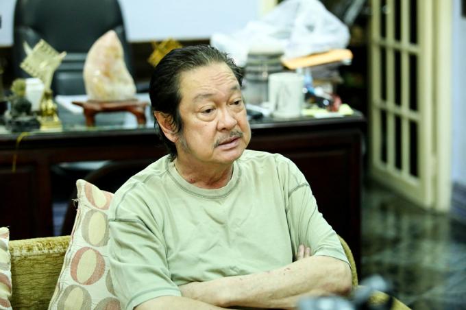 Nghệ sĩ Chánh Tín phải bán căn nhà của mình để thuê một nhà ở bình dân khác vì nợ nần.