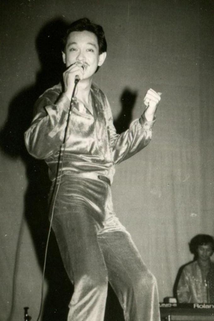 Hình ảnh của Chánh Tín những ngày còn đi hát.