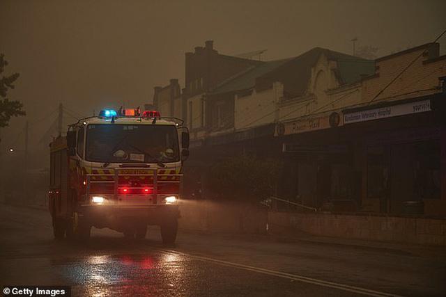Xúc động giữa cơn bão lửa ở Úc