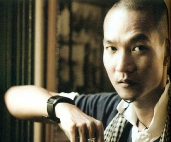 Chân dung nhiếp ảnh gia, ca sĩ Thành Nguyễn được nhạc sĩ Nguyễn Hồng Thuận chia sẻ cùng dòng thông báo về sự ra đi của anh.